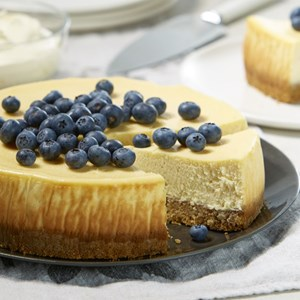 Baked Sour Cream Cheesecake with Blueberries
